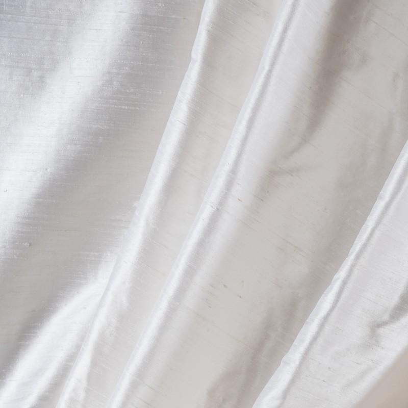 Tissu-soie-sauvage-blanc