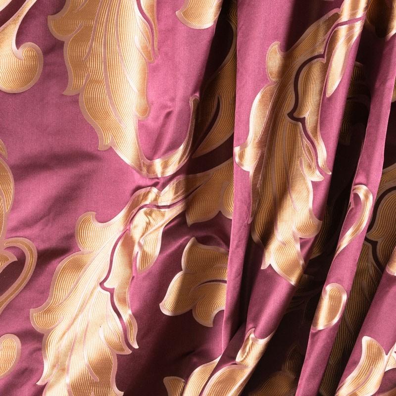 Tissu-en-satin-de-soie-bordeaux-motif-arabesque-doré