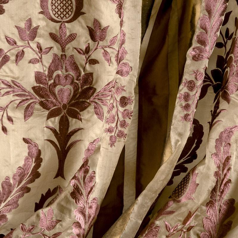 Tissu-voile-de-soie-brodé-art-nouveau-mauve
