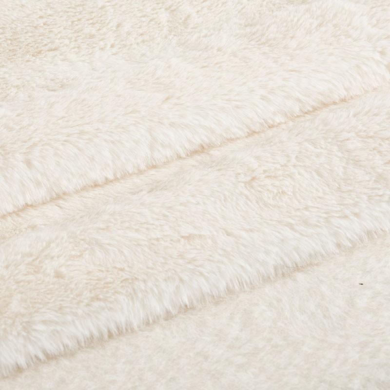 Tissu-fausse-fourrure-blanc-cassé